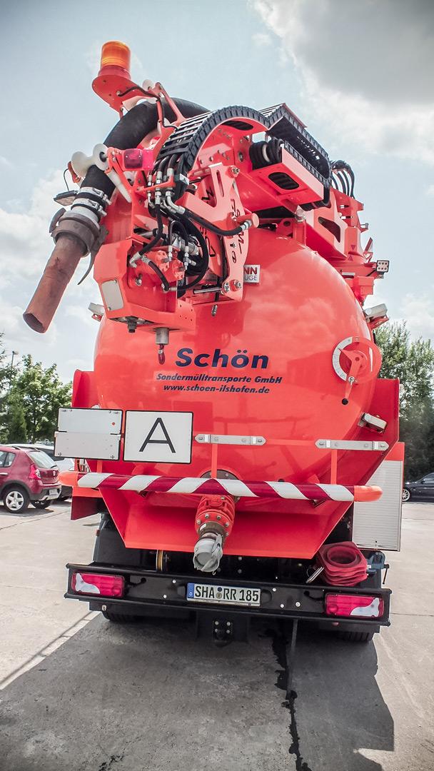 Hochdruckspül-Saugwagen Kanalreinigung Heckansicht
